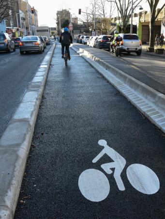 Piste cyclable de la RD154 à Ivry-sur-Seine.
