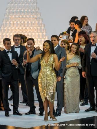La Traviata dans une mise en scène de Simon Stone
