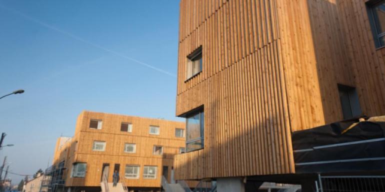 Les logements sont construits en bois pour une efficacité énergétique maximale.