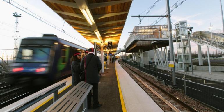 Cette nouvelle station du RER D permet la correspondance avec le TVM, le 393, la ligne O2.