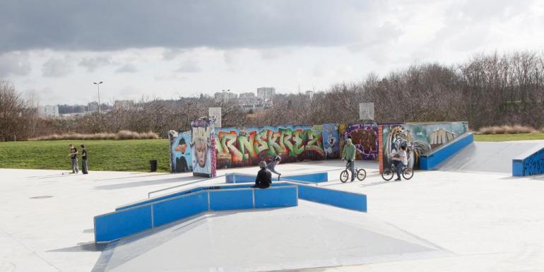 En 2013, le conseil général a cofinancé un skatepark dans la commune de Valenton.