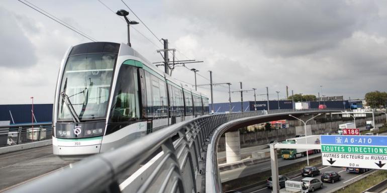 Il faut environ 30 minutes au Tramway T7 pour desservir les 18 stations entre Villejuif et Athis-Mons.