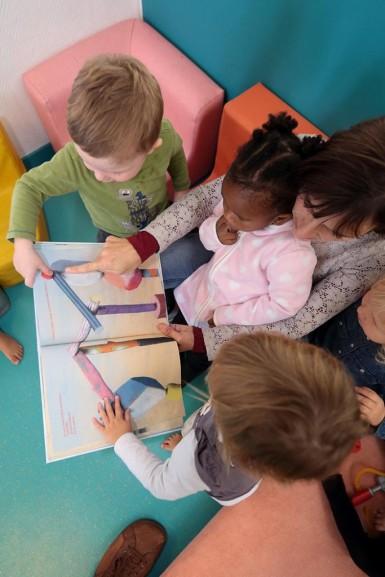 """En 2017, les bébés val-de-marnais recevront """"Rouge"""" de Michel Galvin"""