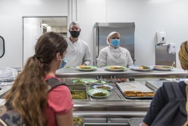 La restauration scolaire dans les collèges, au collège Samuel-Paty à Valenton (septembre 2021)