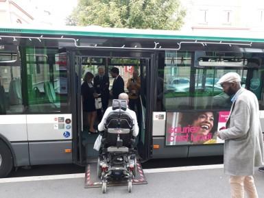 Tout est fait pour faciliter le transports des personnes à mobilité réduite (PMR)