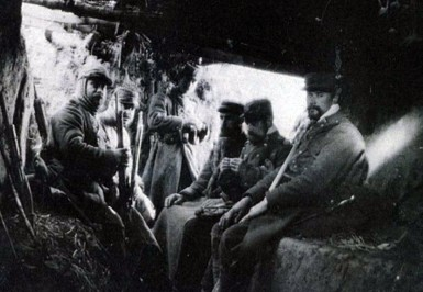 Chambre de repos en première ligne [1914-1918] Photographie. 4,5 x 6 cm (Collection privée)