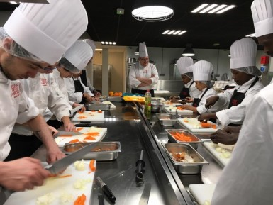 A Champigny-sur-Marne, la formation en commis de cuisine (traditionnelle et cuisine collective) est enseignée - Photo Cuisine mode d'emploi(s).
