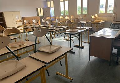 Education, Collège : pendant l'été, le 3e étage du collège Jules-Vallès à Choisy-le-Roi a été entièrement rénové