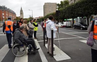 Le réaménagement de l'avenue de l'Abbé Roger Derry à Vitry-sur-Seine en 2017 a initié le retour d'expérience des personnes à mobilité réduite.