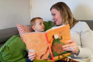 la lecture peut faire partie du rituel du soir rassurant pour l'enfant