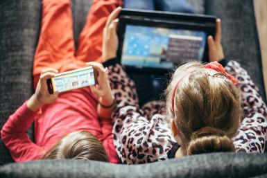 enfants sur les écrans