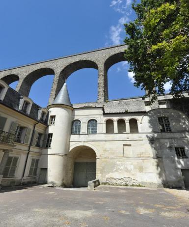 Les aqueducs d'Arcueil et de Cachan traversent la vallée de la Bièvre et parcourent chacun entre 60 et 160km.