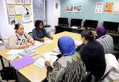 Atelier de mise à niveau en français dans un centre social du Val-de-Marne, en février 2018