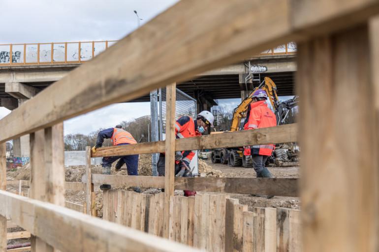 Le long du parc du Coteau à Arcueil, chantier de réouverture de la Bièvre en 2021 ; crédit photo : E. Legrand