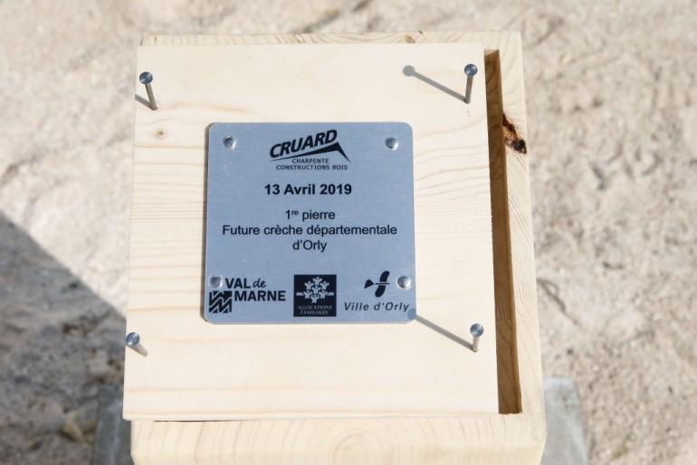 Première pierre de la future crèche à Orly (Crédit photos : Julien Paisley)