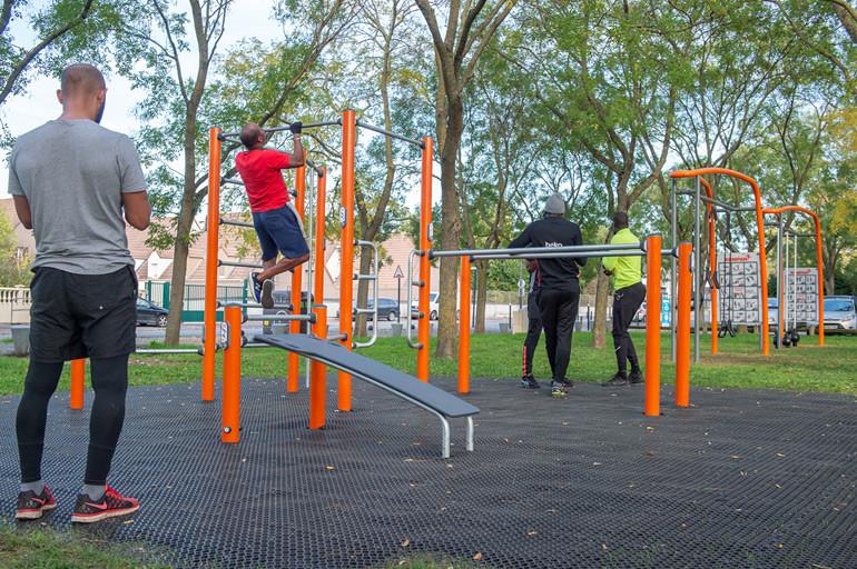 Aménagement d'une aire de fitness au parc du Plateau (Champigny-sur-Marne)