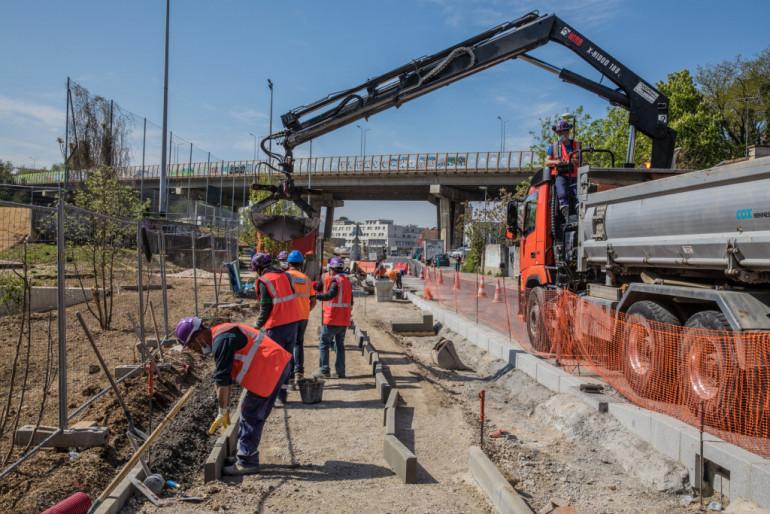 Construction des trottoirs en bordure de voirie ; crédit photo : © Eric Legrand