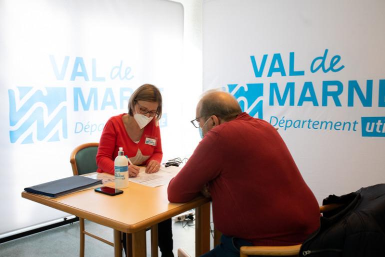 La vaccination mobile auprès des pensionnaires volontaires des résidences autonomie (©M. Genon)