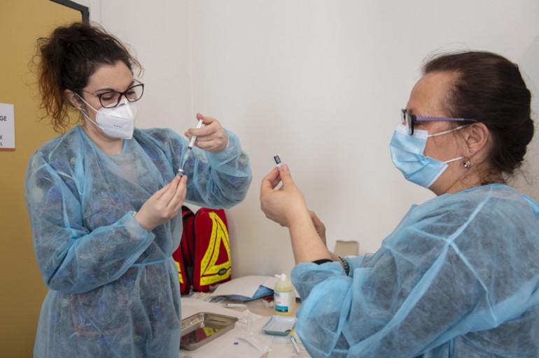 La vaccination mobile auprès des pensionnaires volontaires des résidences autonomie (©M. Lumbroso)