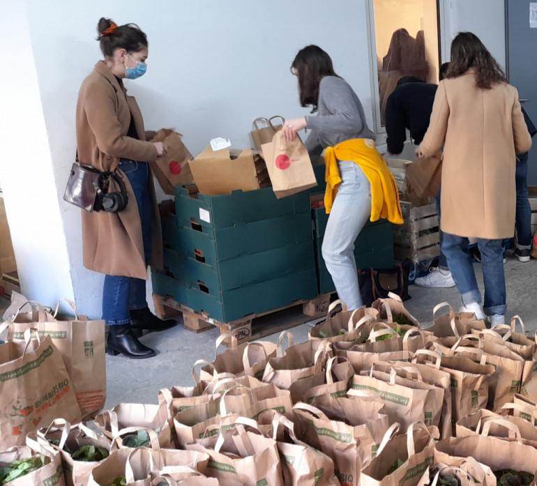 Nouvelle distribution de paniers à destination des étudiantes et étudiants de l'UPEC, le 12 novembre 2020