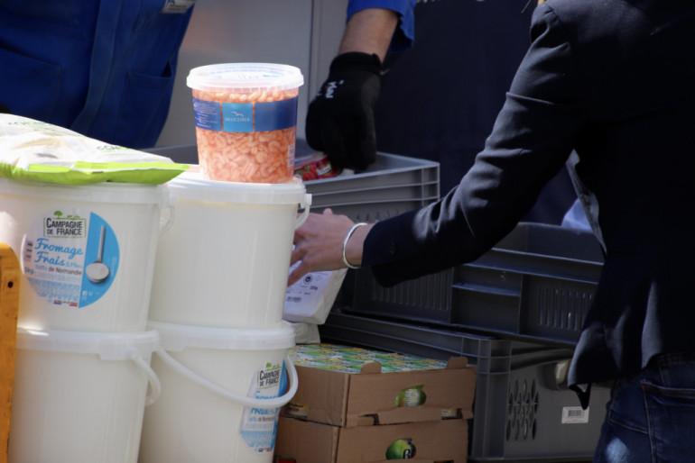 Livraison de denrées alimentaires à l'hôpital Henri Mondor, Créteil (Photo ©Michael Lumbroso)