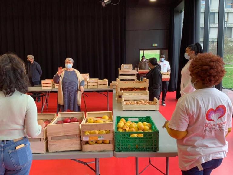 Livraison de fruits et légumes avec l'association Miss Oumy à Créteil