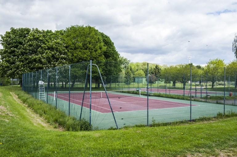 Terrains de tennis au parc interdépartemental des sports à Choisy-le-Roi ; crédit photo : Michaël Lumbroso