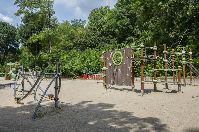 Aire de jeu au parc du Morbras ; crédit photo : Michaël Lumbroso