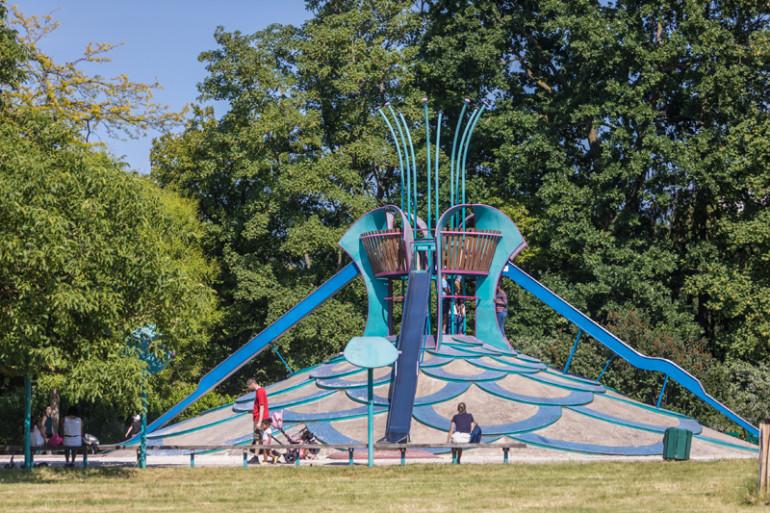 Aire de jeux au parc de la Roseraie ; crédit photo : E. Legrand