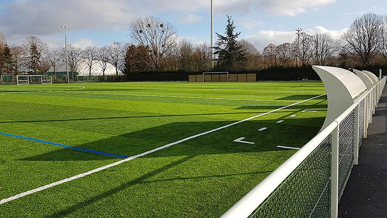 Terrain de foot au parc interdépartemental des sports à Choisy-le-Roi ; crédit photo : DR