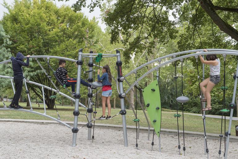 Aire de jeux du parc du Rancy ; crédit photo : Michael Lumbroso