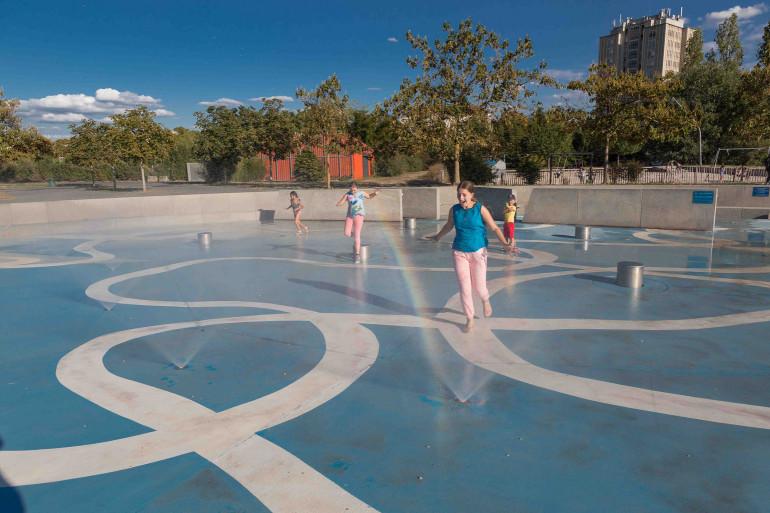 Jeux d'eau au parc de la Saussaie-Pidoux ; crédit photo : D. Calin