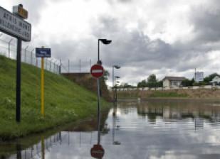 rue inondée dans le Val-de-Marne