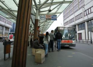 La ligne 124 relie la station de métro Château-de-Vincennes à la gare RER de Val-de-Fontenay. © Thierry Borredon