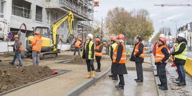 Atelier-rencontres organisé par FACE 94 sur les métiers du BTP. Visite d'un chantier de construction d'immeubles d'habitation avec ré-aménagement de voirie à Bonneuil-sur-Marne en 2017.