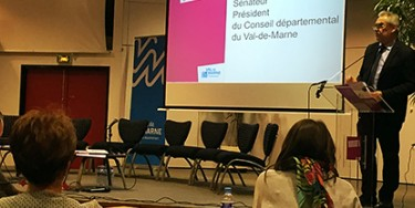 Christian Favier prend la parole pendant les états généraux des solidarités de 2016