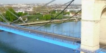 Le pont suspendu du Port-à-l'Anglais permet de franchir la Seine entre Alfortville et Vitry-sur-Seine.