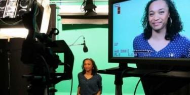 Plateau de tournage de TVal, la WebTv du Val-de-Marne