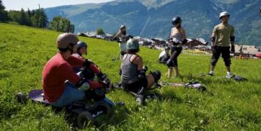 Les villages vacances du Département proposent des activités extérieurs en collaboration avec des partenaires locaux. Il est possible de faire du canyoning, des activités VTT, de l'escalade, etc. © Janjak Statkus