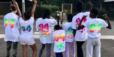 """Atelier graffiti sur t-shirt à Valenton pendant l'opération """"Goûtez l'été"""""""