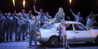 Carmen, opéra en quatre actes de Georges Bizet, mis en scène par Calixto Bieito