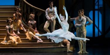 Cendrillon, ballet en trois actes, d'après Charles Perrault, chorégraphié par Rudolf Noureev.