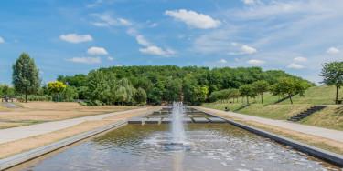 Fontaines et bassins du parc de la plage bleue. Partie sud du parc située le long de la RD 110