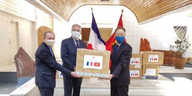La province jumelée de Yen Baï (Vietnam) fait don de 50 000 masques aux Val-de-Marnais et Val-de-Marnaises