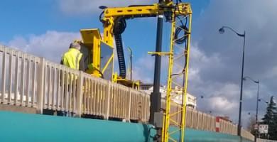 Le dispositif Intelo permet d'inspecter les ponts sans qu'il soit nécessaire d'entraver la circulation. Une caméra fixée sur un bras amovible permet d'analyser les parties inférieures du pont.