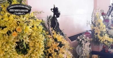Au Vietnam, les habitants ont déposé des fleurs en mémoire des victimes.
